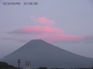 幻のピンク雲と富士山