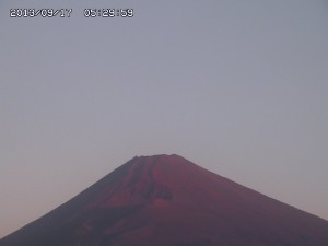 台風一過で富士山くっきり ~赤富士