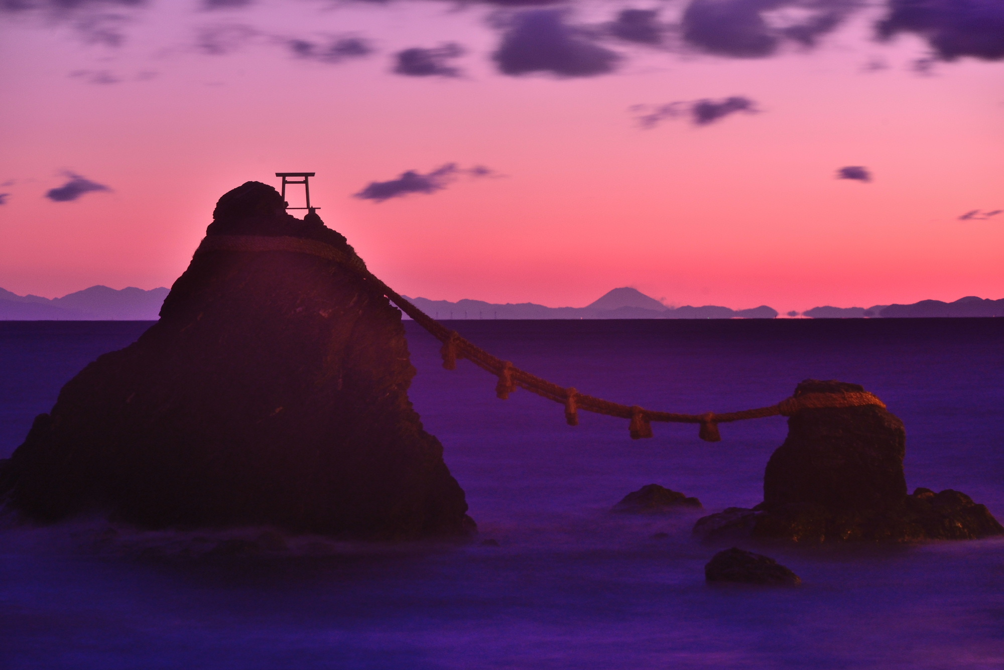 夫婦岩からの富士山